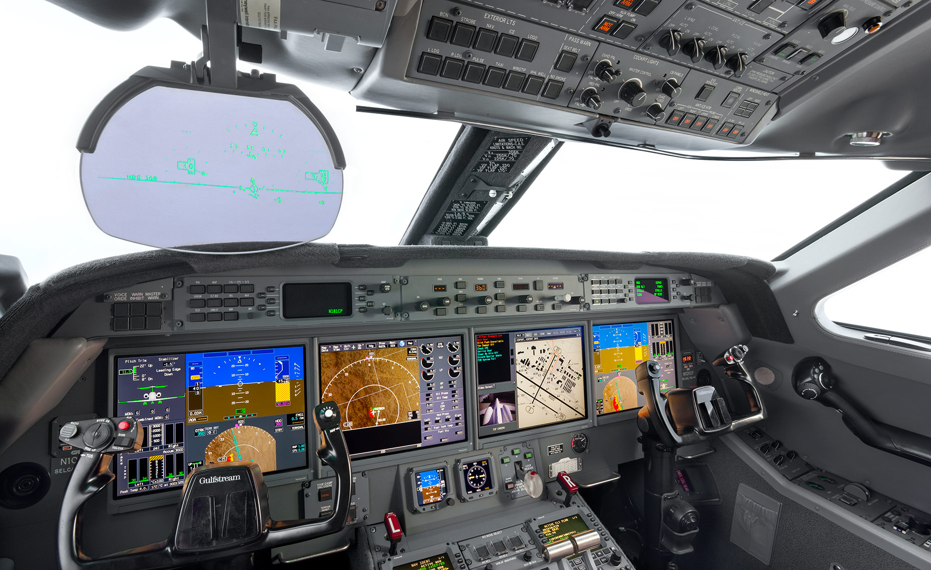 Gulfstream Flight Deck with HUD
